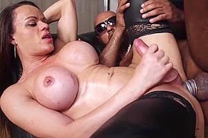 Stockinged oiled up tranny shakes her booty